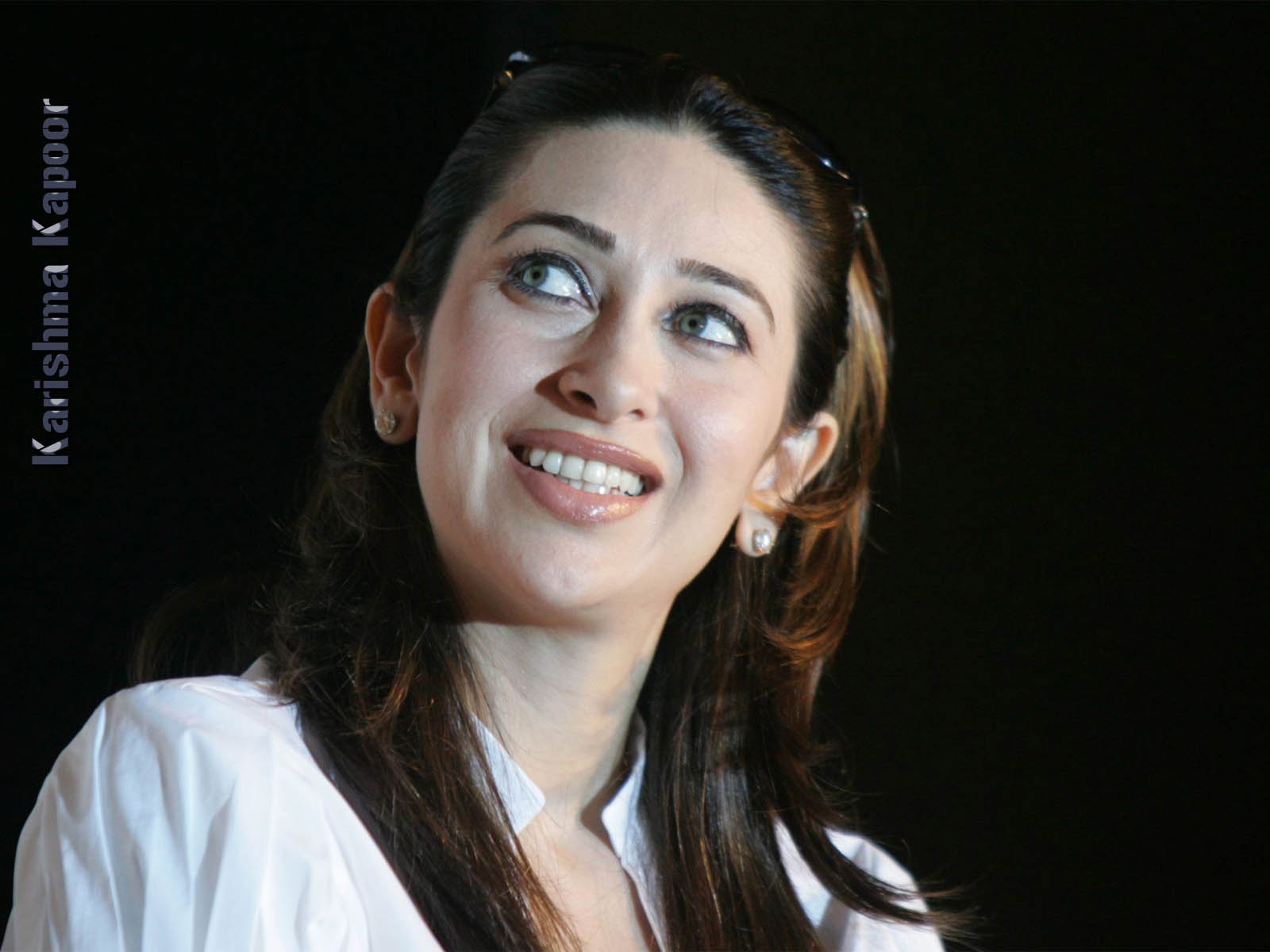 Karishma Kapoor Hd Sexy Photo