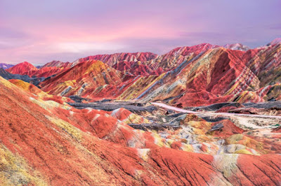 جبال قوس قزح الملونة في الصين
