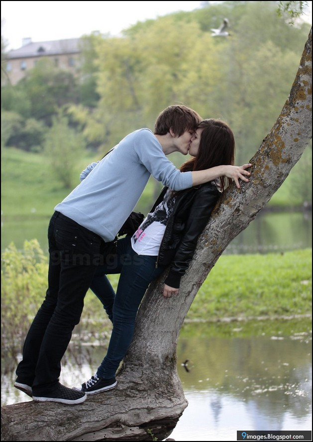 Sexy love kiss photo gallery