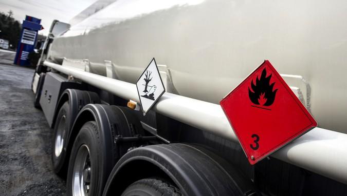 Entidade alerta para riscos de flexibilização na exigência de documentos de veículos com cargas perigosas