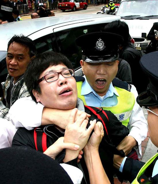 Estudantes pedem mediação do Papa Francisco para frenar a repressão em Hong Kong.