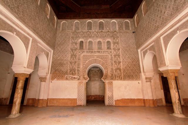 Interior de una sala de la Madrasa Ali Ben Youssef