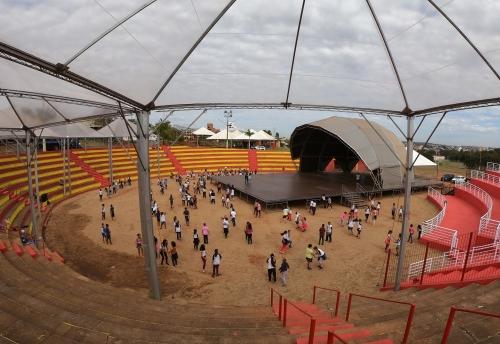 Mais de 400 crianças e convidados compõem o espetáculo de abertura do 55º Fefol de Olímpia