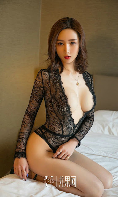 Hot and sexy big boobs photos of beautiful busty asian hottie chick Chinese booty model Yang Man Ni photo highlights on Pinays Finest sexy nude photo collection site.
