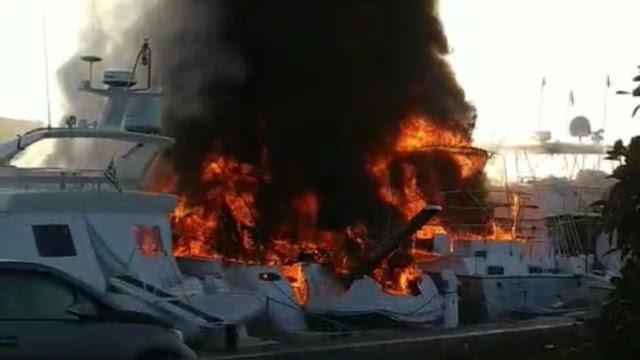 Πυρκαγιά σε δύο σκάφη στα Μέθανα