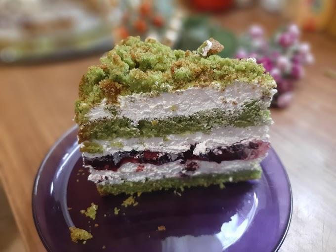 Torta od španaća sa šumskim voćem