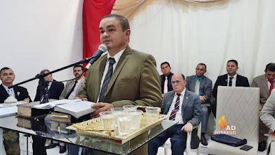 Hoje é o aniversário do Pastor Adjair