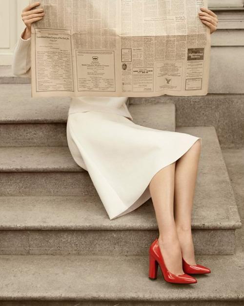 zapatos rojos para vestido blanco