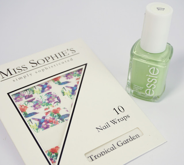 Miss Sophie's, Essie, Going Guru, Pastellgrün, Green, Flowers, Summer, Nail Art, Tropical Garden Nail Design