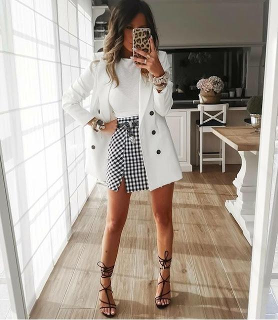 Blazer blanco con falda