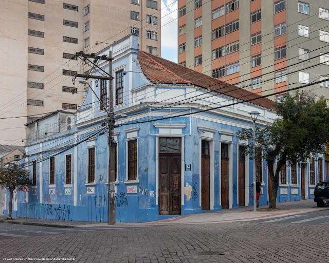 Casa na Rua Trajano Reis, esquina com a Rua Paula Gomes