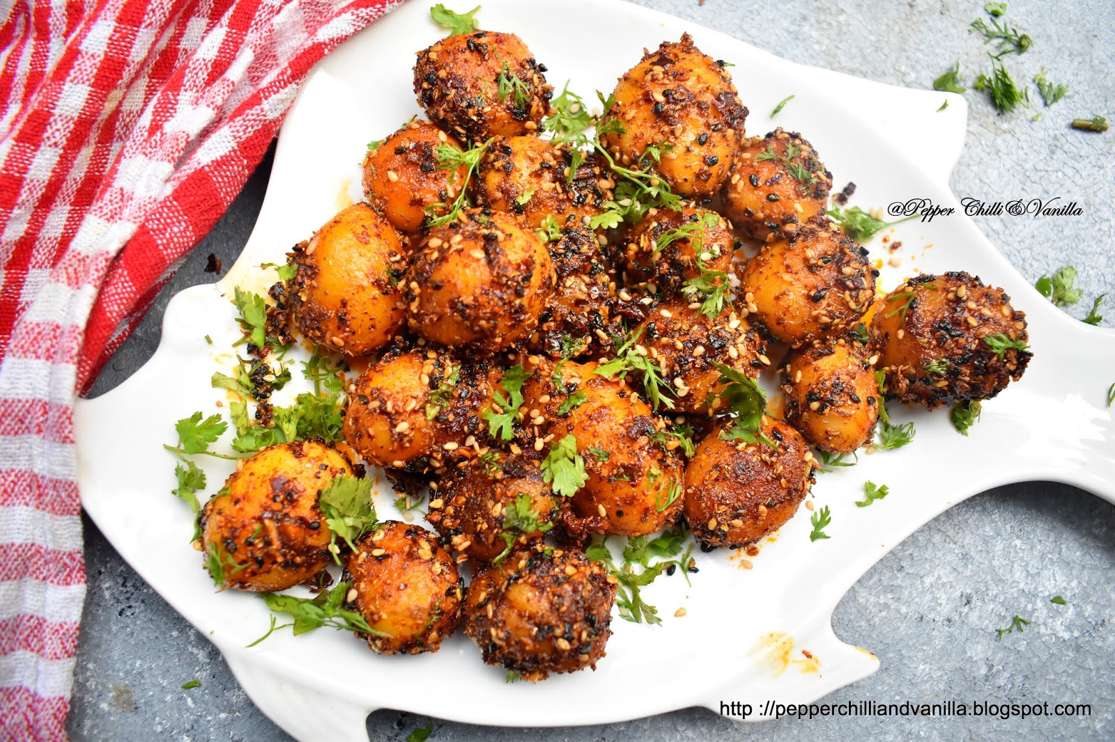 chatpate aloo recipe,chatpate baby potato,masala baby potato