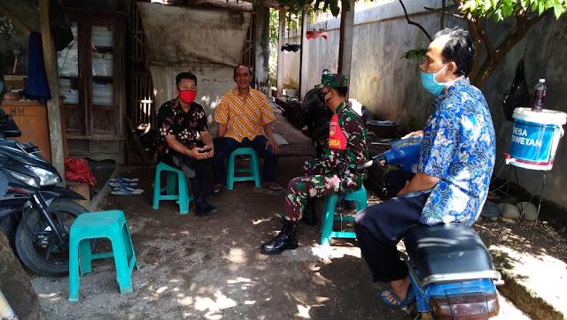Mempererat Silaturahmi  Babinsa Koramil 04/Pedan Melaksanakan Patroli wilayah