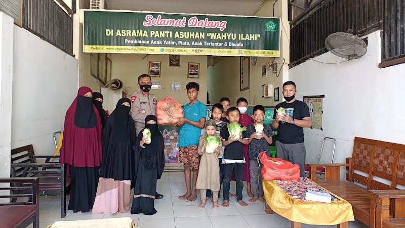 Rayakan Tahun Baru Islam, Duta Petani Milenial dan Satbrimob Polda Sulsel Sedekah Sayur