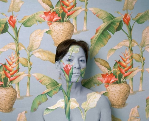 13-Cecilia-Paredes-Blending-with-your-Surroundings-in-Body-Painting-www-designstack-co