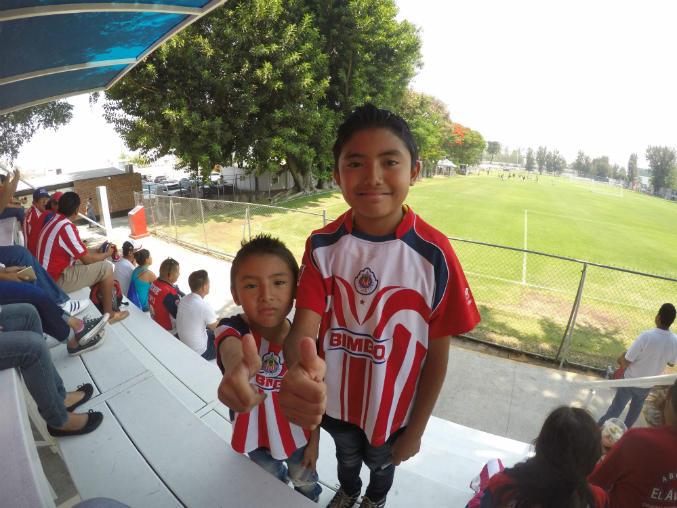 El niño confiesa que su jugador favorito es Alan Pulido.