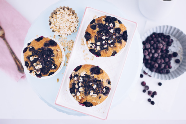 Glutenfrei: Rezept für einen gesunden Kuchen zum Frühstück mit leckeren Blaubeeren. titatoni.de