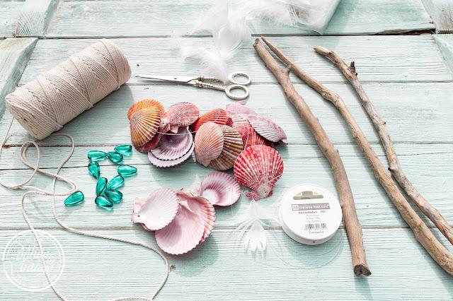 Materialien für ein Windspiel aus Muscheln