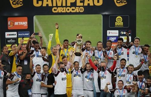 Flamengo derrota Fluminense por 3 a 1 e conquista o Carioca