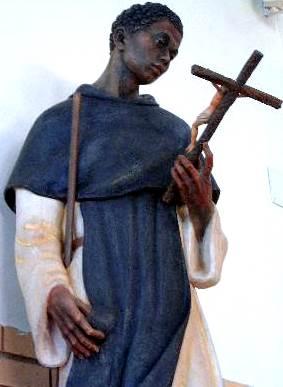 Foto de San Martín de Porres con Jesús en la cruz en sus manos