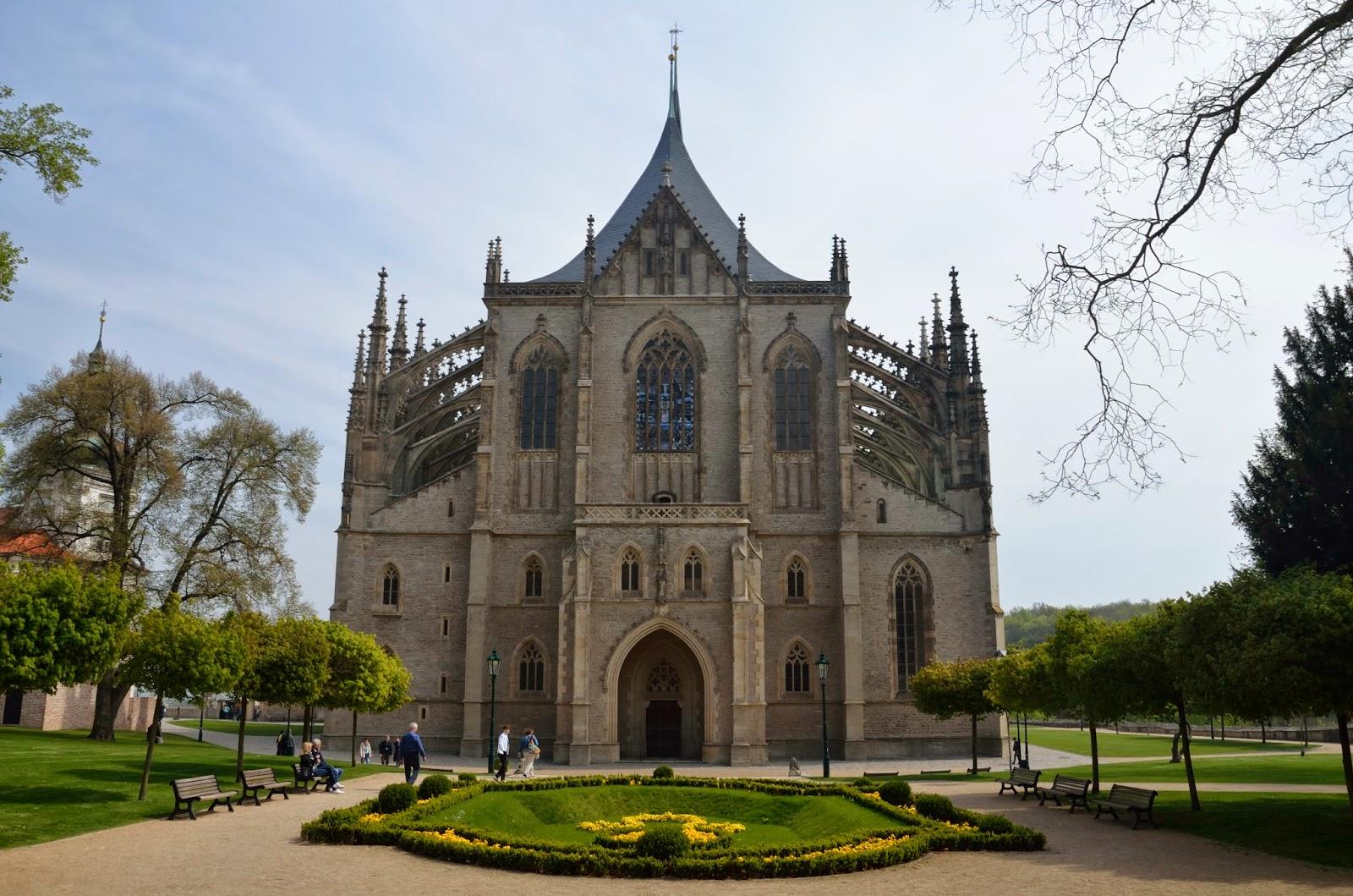 Fachada principal de la catedral de Santa Bárbara