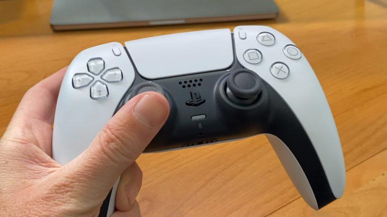 نظرة بالصور عن شكل يد تحكم Dualsense لجهاز Ps5 بالمقارنة مع يد Ps4 و تفاصيل أكثر عن الوزن و المزيد