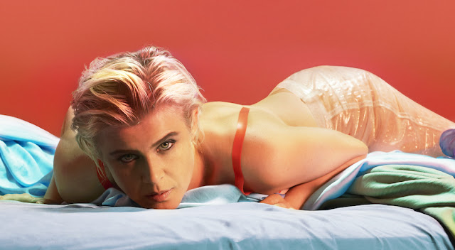 Video: Robyn - Ever Again