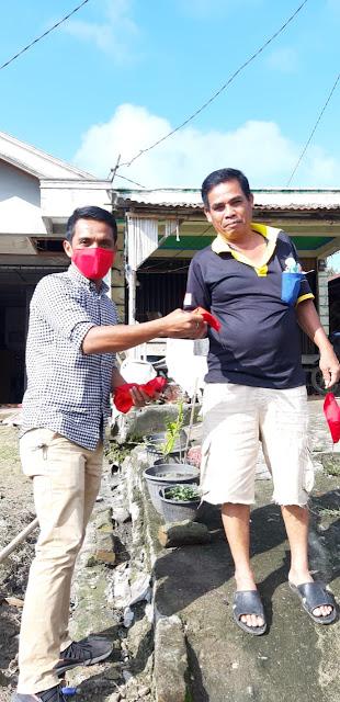 Aggota DPRD Dairi,Idul Fitri Tarigan,Bagikan Masker di Dapil 3 Kecamatan Tigalingga