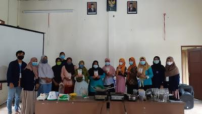 Mahasiswa KKN-T IPB 2021, Ajarkan Pembuatan Selai Kulit Kopi dan Pembuatan Serbuk Jahe di Pamriyan