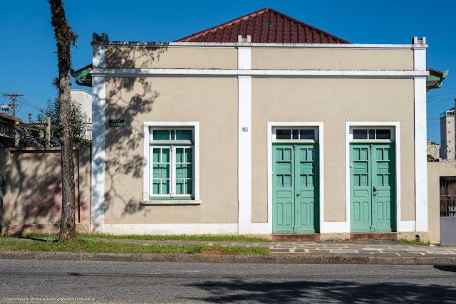Casa na Rua Doutor Marcelino Nogueira.