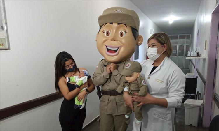 PM ajuda em campanha de amamentação e faz visitas para assistidas em Vitória da Conquista
