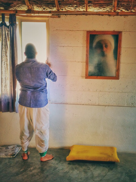 Kumar next to Osho's photo
