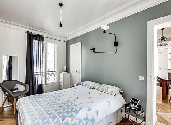 quarto de casal, parede cinza, quarto chique, decoração, decor, bedroom