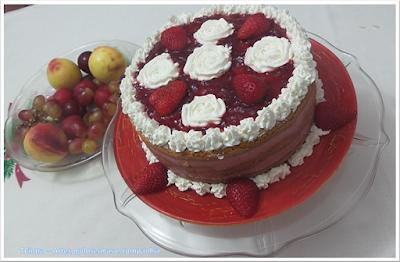 bolo; Natal; bolo decorado; morango; bolo amanteigado