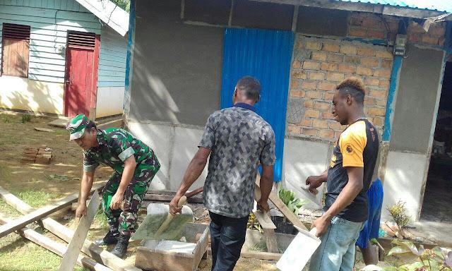 Koramil Okaba Bantu Warga Poepe Bangun Rumah