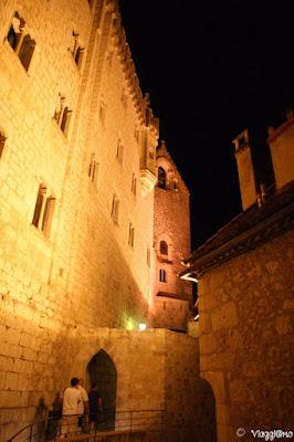 Accesso ai Santuari di Rocamadour di sera