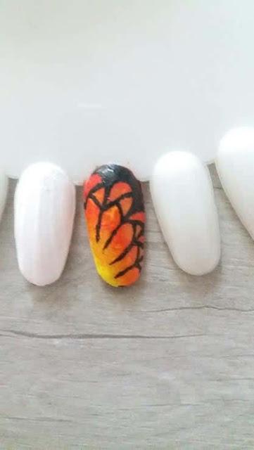 Paznokcie na wiosnę i lato 2017. Jak zrobić samemu efekt skrzydła motyla? Jak zrobić gradient ombre pędzelkiem? Tutorial krok po kroku.