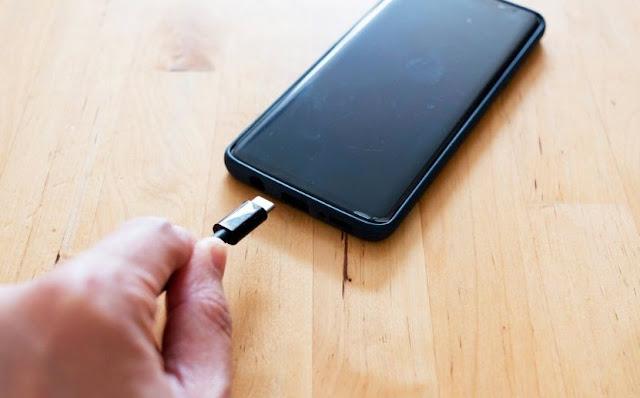 Begini Cara Men-Charger atau Nge-Cas Ponsel Smartphone yang Benar dan Aman