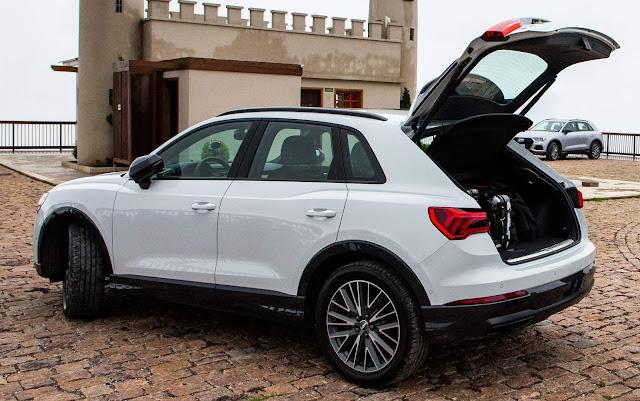 Novo Audi Q3 2020 (Brasil) - porta-malas