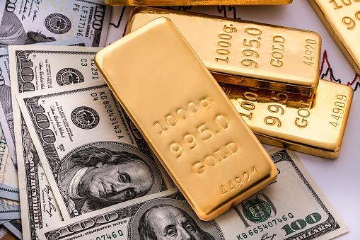 Укрепляющийся доллар давит на металлы