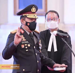 Panji Polri Tribrata Diserahkan Kepada Kapolri Baru Jenderal Pol Listyo Sigit Prabowo