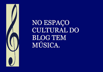 A imagem retangular de fundo azul e caracteres em  branco diz:  no espaço cultural do blog tem música.