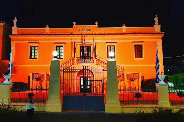 Φωτίστηκε το Παλαιό Δημαρχείο στο Άργος για την εκστρατεία κατά της βίας που υφίστανται οι γυναίκες παγκοσμίως