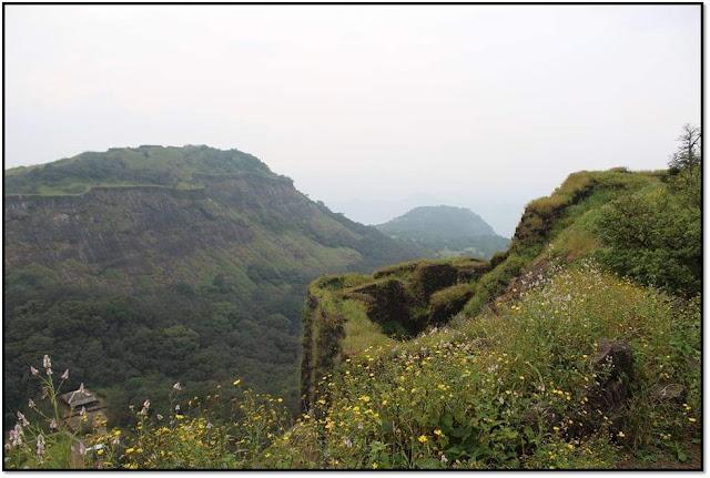 rajmachi trek and camping,manoranjan fort