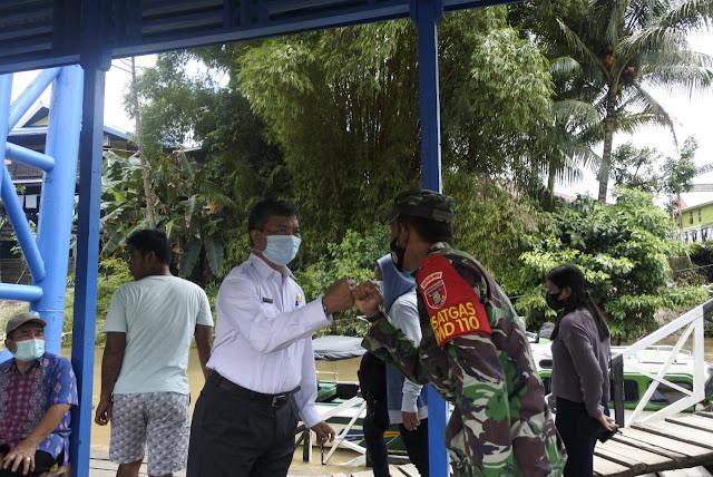 Dandim 0912 Kubar Letkol Inf Anang Sofyan Effendi saat berpamitan dengan forkopimda Mahulu,di pelabuhan Ujoh Bilang