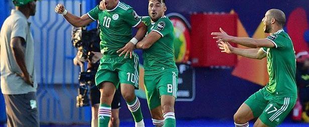 منتخب الجزائر يعبر للدور النصف النهائي