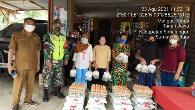 Personel jajaran Kodim 0207/Simalungun Laksanakan Pendampingan Pembagian Bansos Dari Dinas Sosial Bantuan Pangan Non Tunai