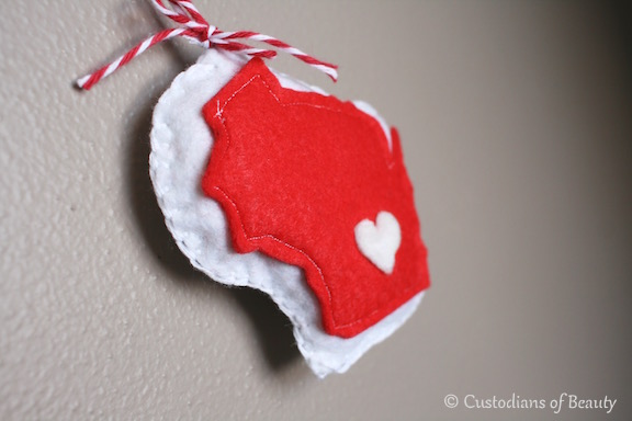 DIY Wisconsin State Felted Ornament | by CustodiansofBeauty.blogspot.com