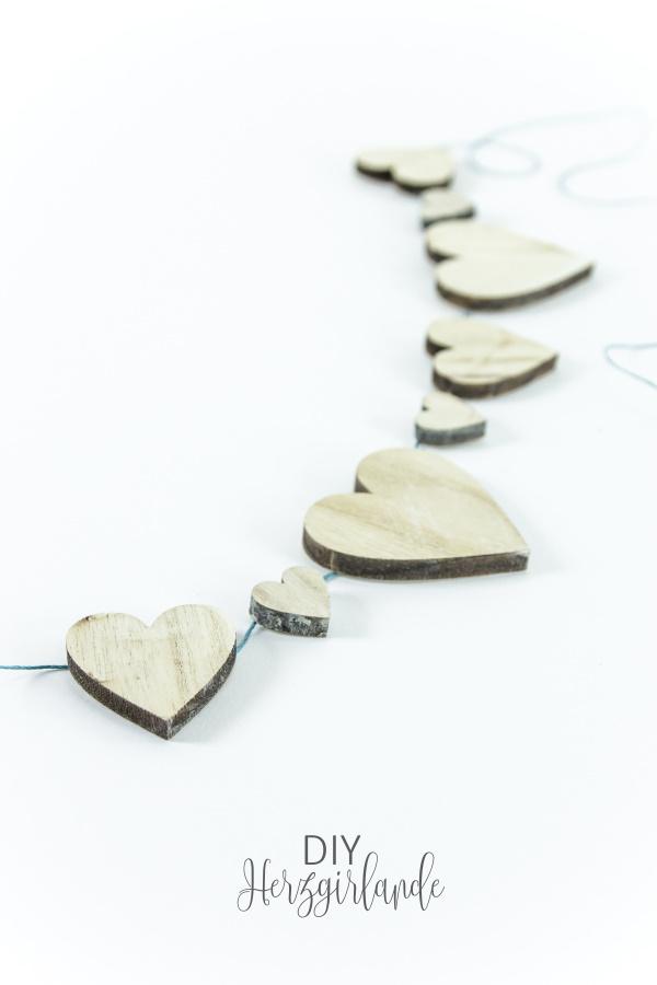 DIY Herzgirlande aus Holz - selbstgemachte Deko für alle Jahreszeiten