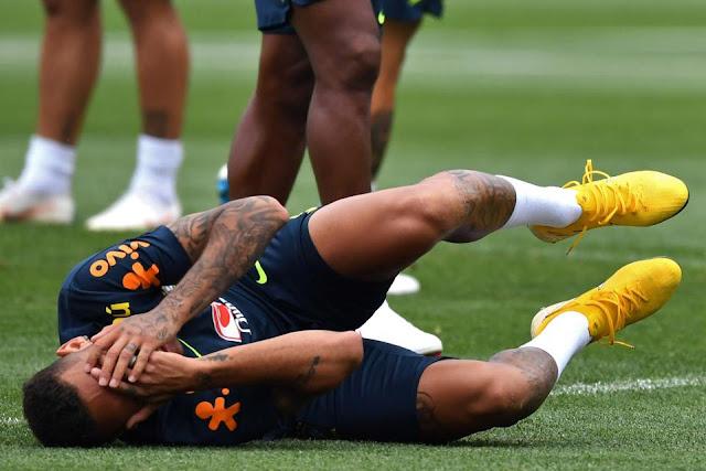 Neymar ăn vạ mua vui cho đồng đội 3